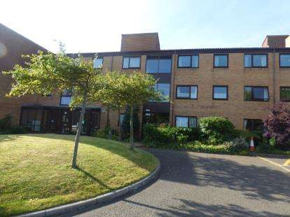 2 Bedrooms Flat for sale in Hayward Court, Formby, Liverpool, Merseyside, L37