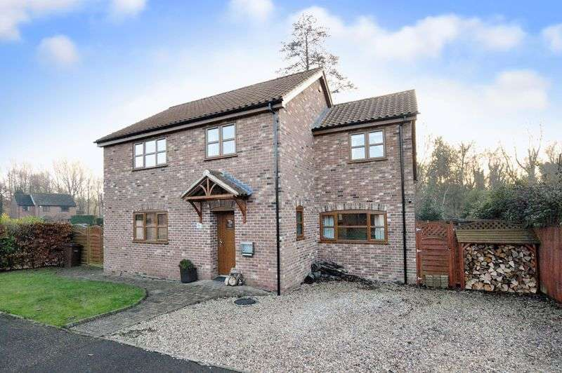 4 Bedrooms Detached House for sale in Dell Close, Newton Flotman