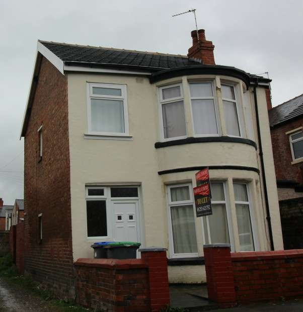 3 Bedrooms Detached House for sale in Brun Grove, Blackpool, FY1