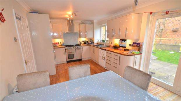 3 Bedrooms Detached House for sale in Munday Court, Binfield, Bracknell
