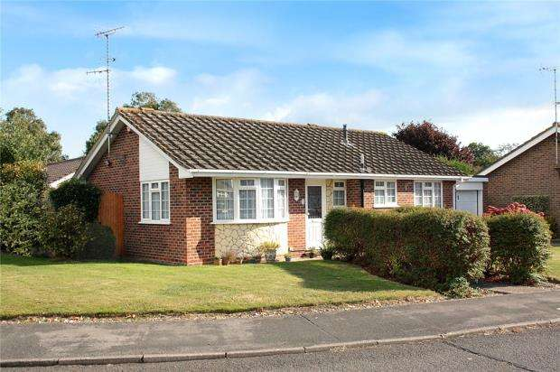 2 Bedrooms Detached Bungalow for sale in Merryfield Crescent, Angmering, West Sussex, BN16