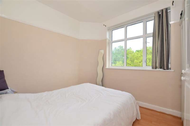 2 Bedrooms Flat for sale in Chingford Mount Road, Chingford