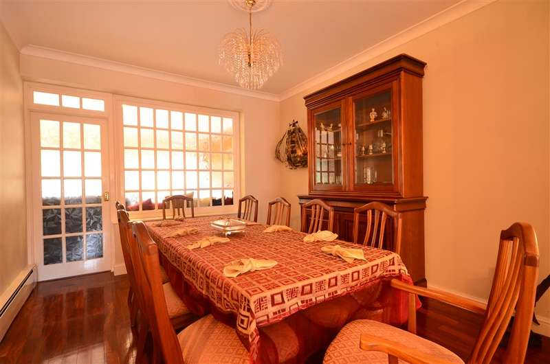 4 Bedrooms Detached House for sale in Nutter Lane, Wanstead