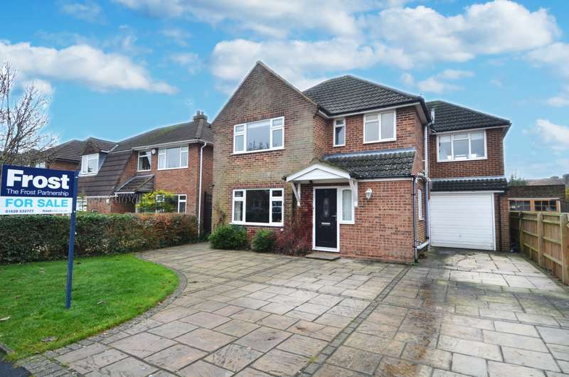 4 Bedrooms Detached House for sale in Cherrywood Gardens, Flackwell Heath, HP10