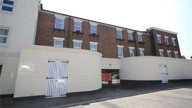 1 Bedroom Apartment Flat for sale in Stratfield House, Birchett Road, Aldershot