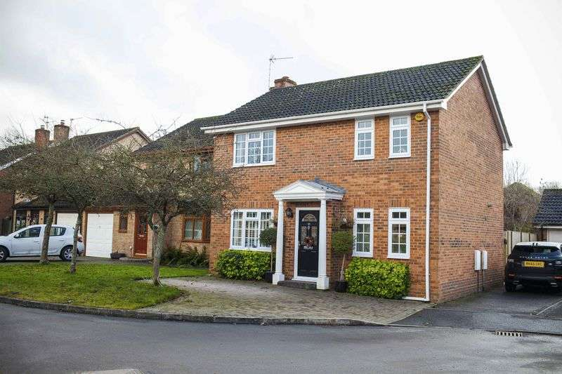 4 Bedrooms House for sale in Saffron Close, Chineham