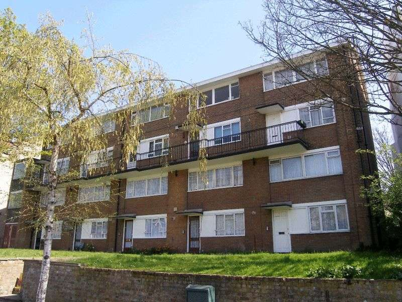 2 Bedrooms Maisonette Flat for sale in Wellington Gardens, Charlton