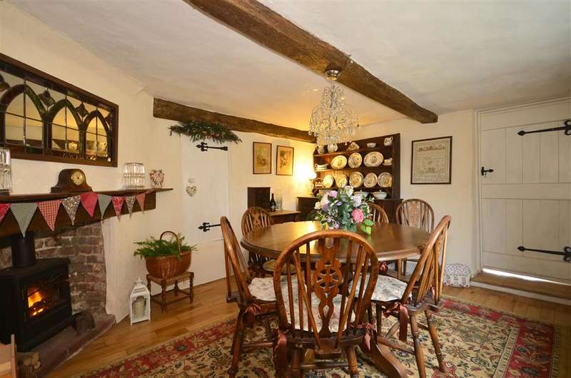 3 Bedrooms Cottage House for sale in Stewards Green Road, Epping, Essex