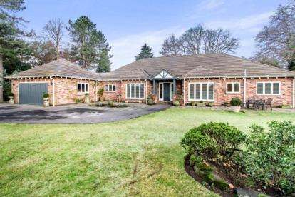 4 Bedrooms Bungalow for sale in Badger Road, Prestbury, Macclesfield, Cheshire