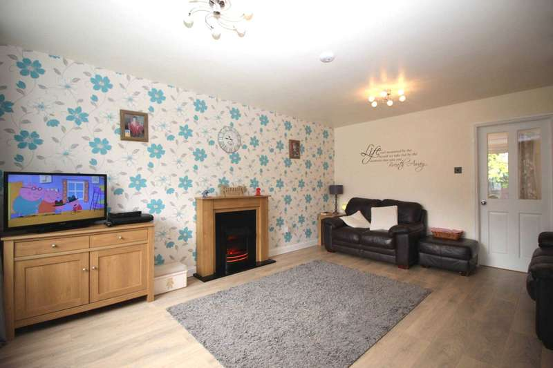 4 Bedrooms Semi Detached House for sale in Shipton Close, Wigston Meadows