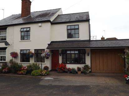3 Bedrooms House for sale in Marlbrook Lane, Pattingham, Wolverhampton, Staffordshire
