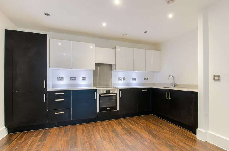 2 Bedrooms Flat for sale in Bow Common Lane, Bow, E3
