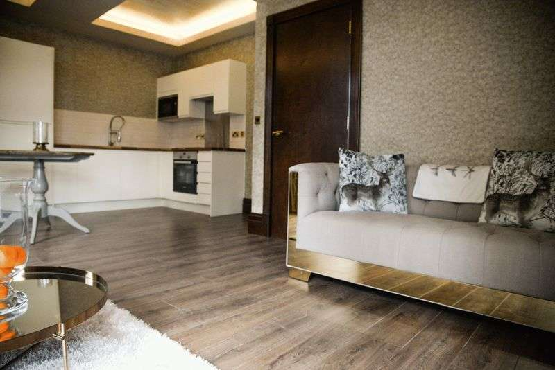2 Bedrooms Flat for sale in Old Hall Street, Liverpool
