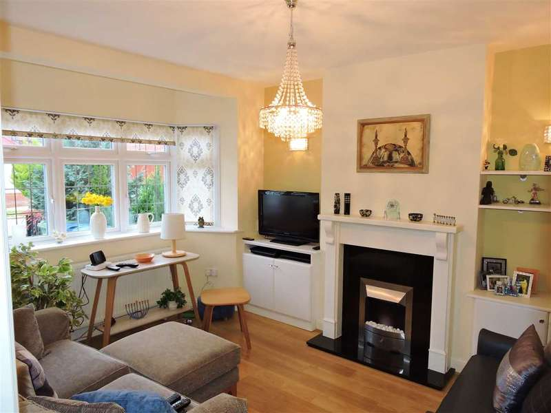 3 Bedrooms Semi Detached House for sale in Watersfield Way, Edgware