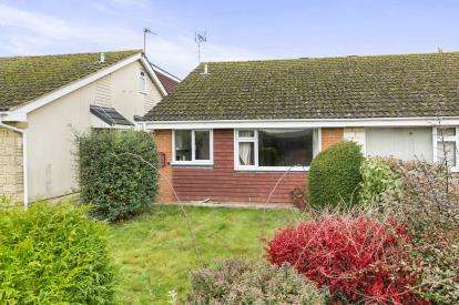2 Bedrooms Bungalow for sale in Swift Road, Abbeydale, Gloucester, Gloucestershire