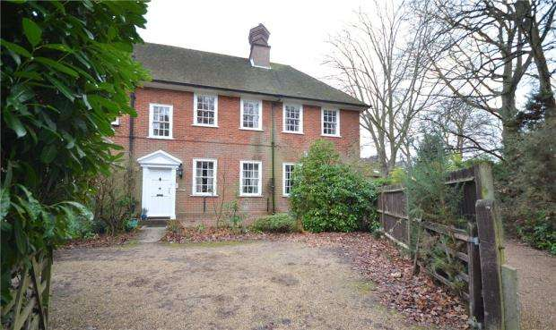 3 Bedrooms Apartment Flat for sale in Stockton Avenue, Fleet, Hampshire