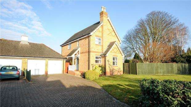 4 Bedrooms Detached House for sale in Thorpeside Close, Staines-upon-Thames, Surrey
