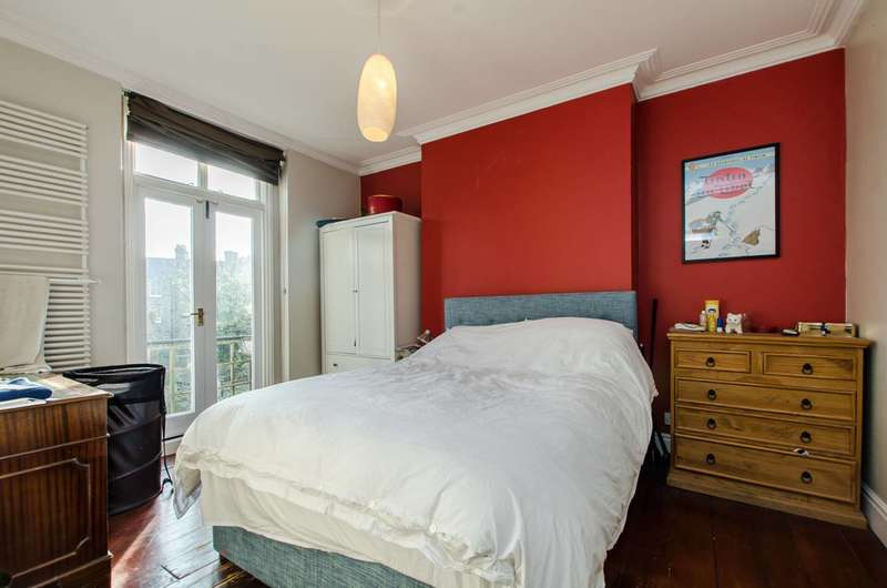 4 Bedrooms Flat for sale in Knatchbull Road, Camberwell, SE5