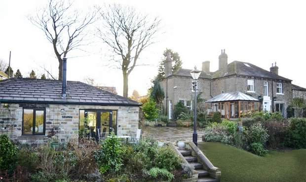 5 Bedrooms Detached House for sale in The Knowle, Shepley, HUDDERSFIELD, West Yorkshire