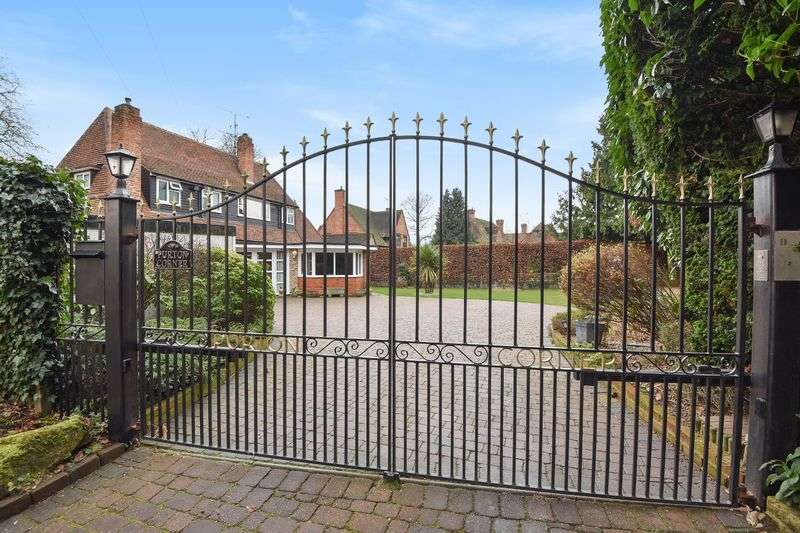 3 Bedrooms Detached House for sale in Purton Lane, Farnham Royal, Buckinghamshire SL2
