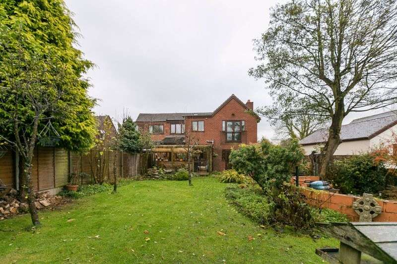 5 Bedrooms Semi Detached House for sale in Mossy Lea Road, Wrigthington, WN6 9RZ
