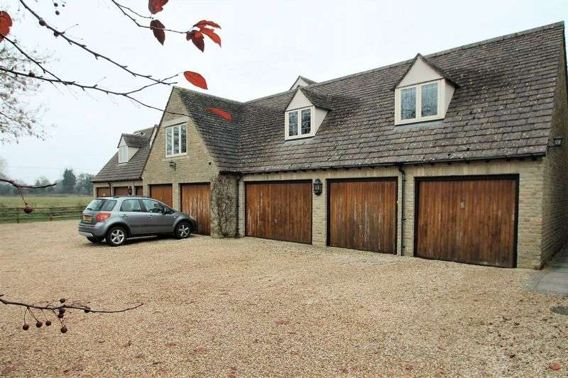 2 Bedrooms Property for sale in Lygon Court, Fairford, Gloucestershire.