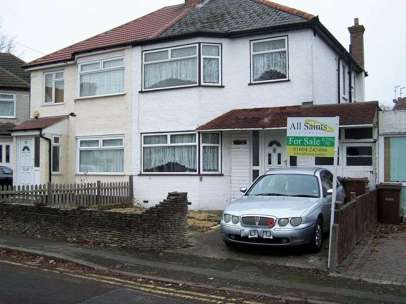 3 Bedrooms Semi Detached House for sale in Hooking Green, Harrow