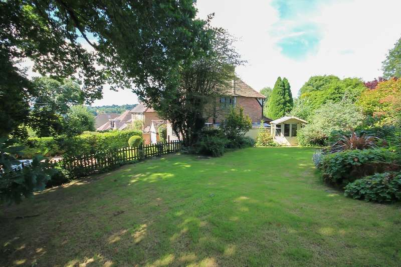 4 Bedrooms Chalet House for sale in Hurst Farm Road, East Grinstead