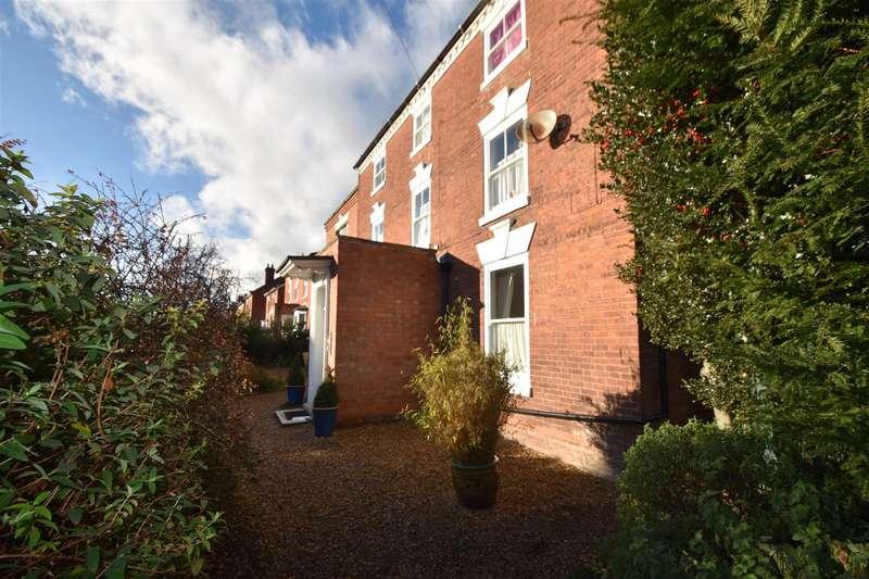3 Bedrooms Flat for sale in Bromyard Road, Worcester
