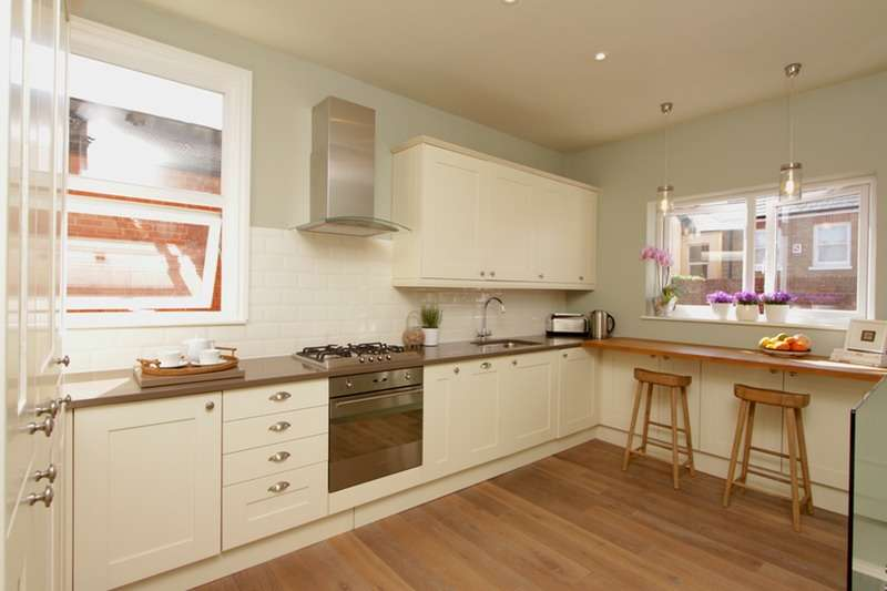 3 Bedrooms Maisonette Flat for sale in Clovelly Road, Chiswick, London, W4