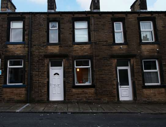 3 Bedrooms Terraced House for sale in Clitheroe Street, Skipton, North Yorkshire, BD23 1SU