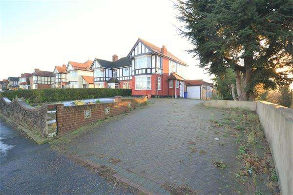 3 Bedrooms Semi Detached House for sale in Wood View, Grays