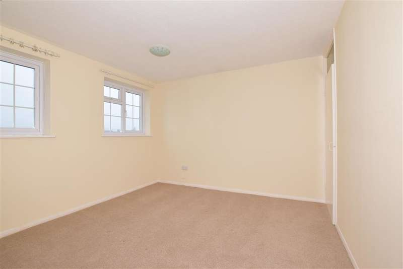 3 Bedrooms Duplex Flat for sale in Wells Road, Rochester, Kent
