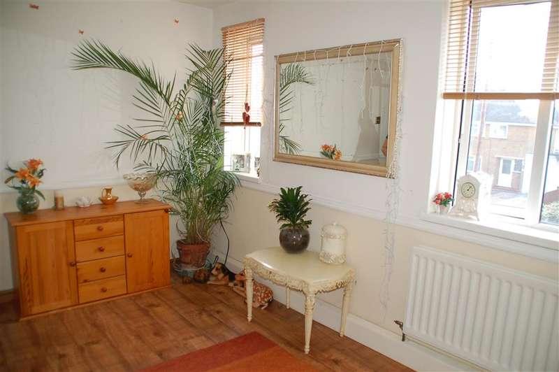 2 Bedrooms Flat for sale in Hugin Avenue, Broadstairs, Kent