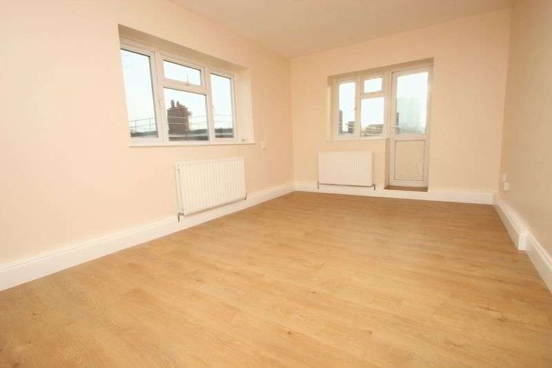 3 Bedrooms Flat for sale in Fanshaw Street, Shoreditch, N1