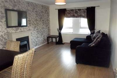 2 Bedrooms Flat for rent in Old Castle Gardens, CATHCART