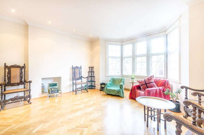 2 Bedrooms Flat for rent in Chiswick, Bedford Park, W4