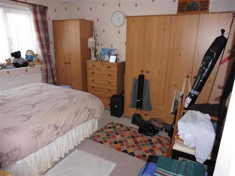 2 Bedrooms Semi Detached Bungalow for sale in Cedar Crescent, St. Marys Bay, Kent