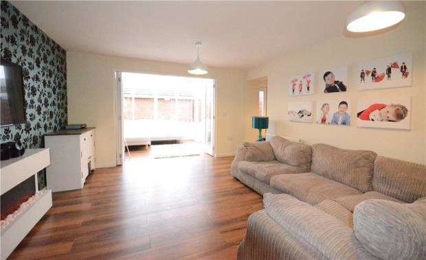 4 Bedrooms Semi Detached House for sale in Haskins Drive, Farnborough, Hampshire