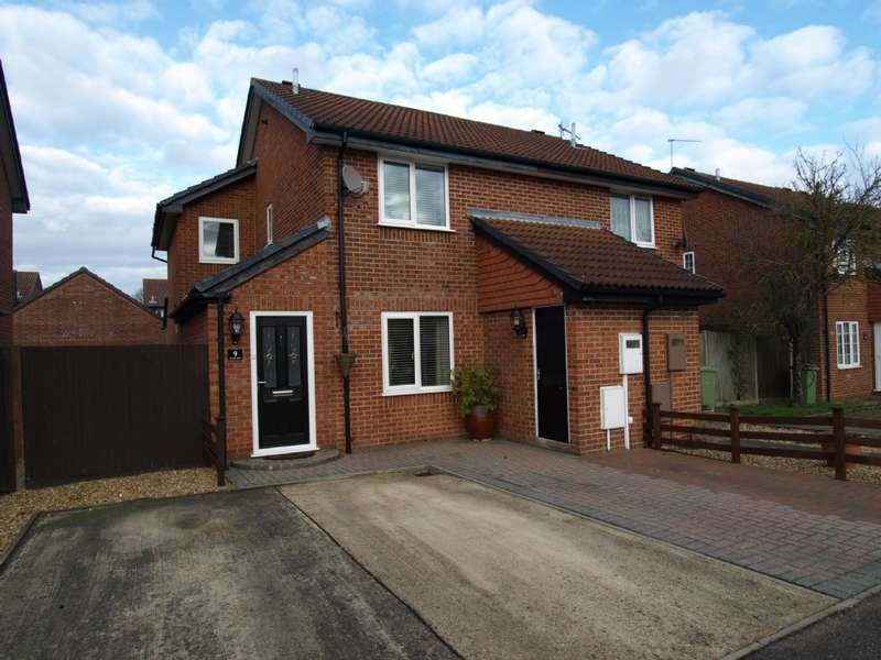 3 Bedrooms Semi Detached House for sale in Dulwich Close, Newport Pagnell, Buckinghamshire