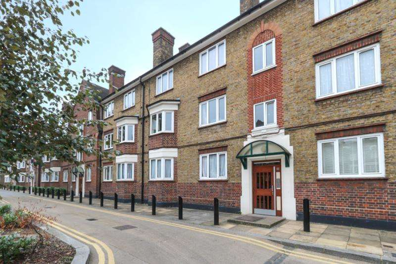 2 Bedrooms Flat for sale in Jean House, Tooting Grove, London, SW17