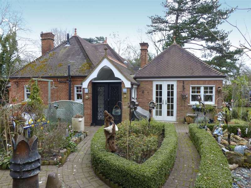 2 Bedrooms Bungalow for sale in Barnet Lane, Elstree, WD6