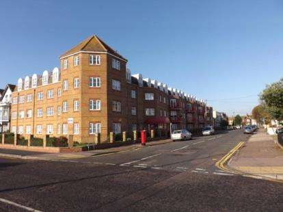 2 Bedrooms Retirement Property for sale in Edith Road, Clacton-On-Sea, Essex