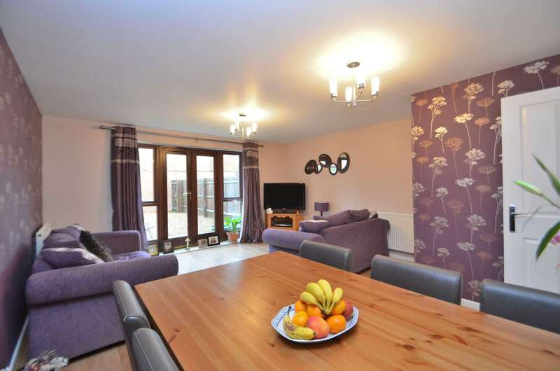 4 Bedrooms Town House for sale in Ropley Way, Broughton, Milton Keynes