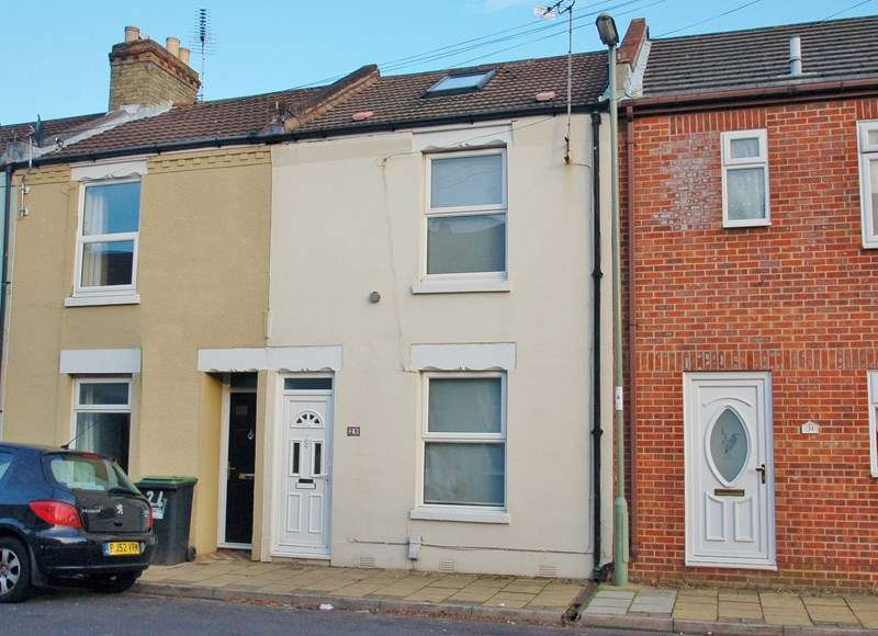 3 Bedrooms Terraced House for sale in Leonard Road, Gosport
