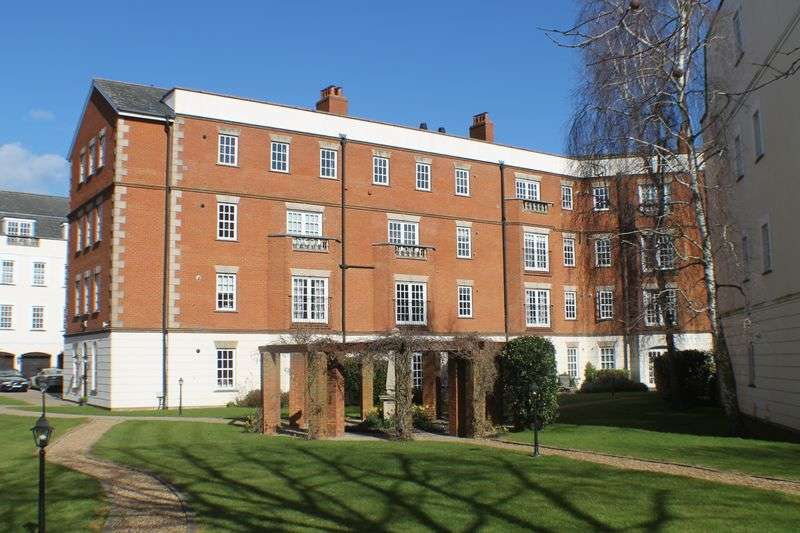 1 Bedroom Flat for sale in QUEENS REACH. HAMPTON COURT