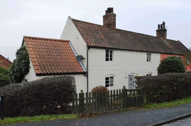 2 Bedrooms Semi Detached House for sale in Main Street, Saxby All Saints