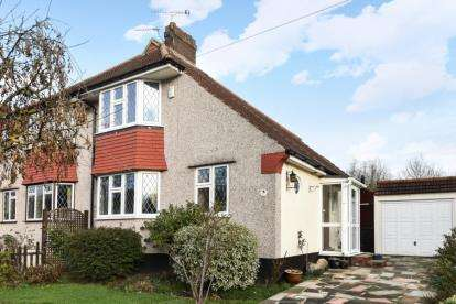 3 Bedrooms Semi Detached House for sale in Bolderwood Way, West Wickham