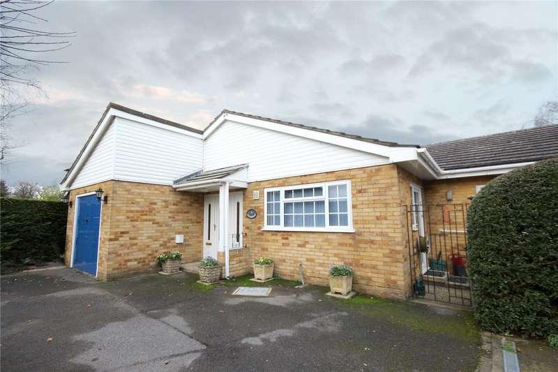 3 Bedrooms Detached Bungalow for sale in Cresta Drive, Woodham, Surrey, KT15