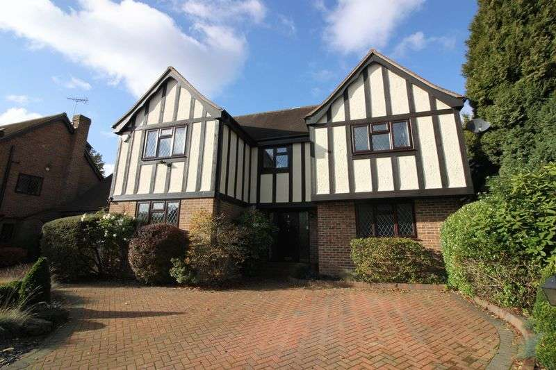 5 Bedrooms Detached House for sale in Cloverleys, Loughton